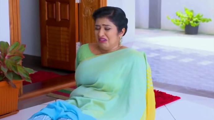 Samyuktha pushes Jyothirmayi down (source:ZEE5)