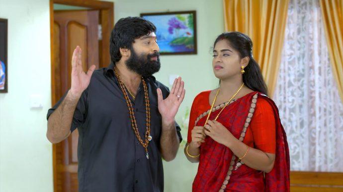 Saptathi motivates Harshan (source:ZEE5)