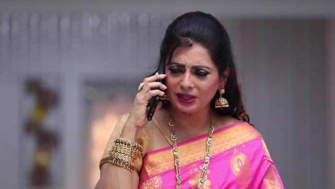 Sembaruthi 17 August 2020 Spoiler: Akhila To Learn The Truth About Purushottam's Health?