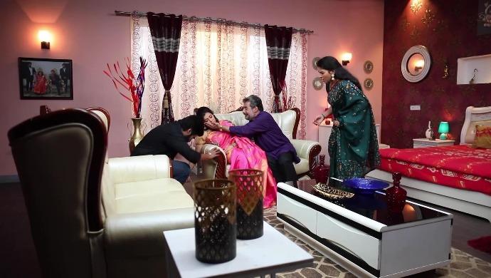 Sembaruthi 19 August 2020 Spoiler: Akhila to confront Purushottam?