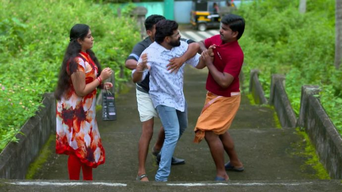 Sharath fights for Samvrutha (source:ZEE5)