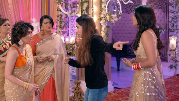 Still from Kundali Bhagya with Mahira and Sherlyn