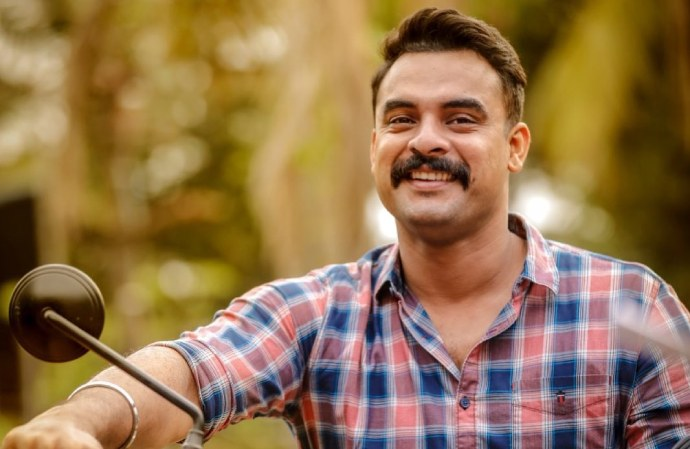 Tovino Thomas' Adorable Picture With Daughter Izza Goes Viral