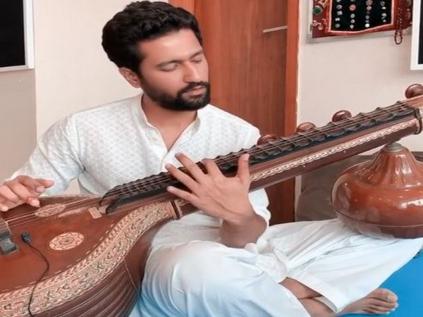Vicky Kaushal treats fans with a sitar version of 'Ae Watan' on Independence Day