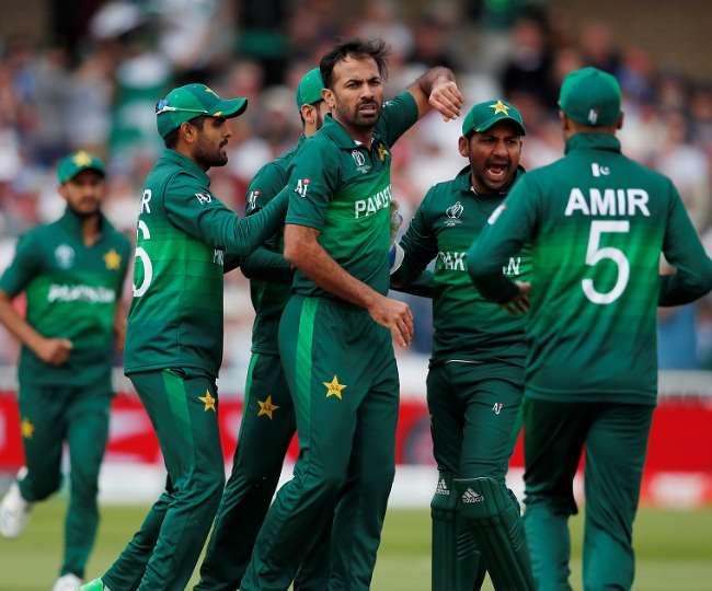 कोरोना टेस्ट कराने के लिए अपने खिलाड़ियों से पैसे लेगा पाकिस्तान क्रिकेट बोर्ड, हैरान हुए सब