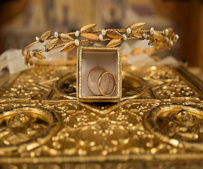 Gold Price Today: सोने के दाम में लगातार चौथे दिन भारी गिरावट, चांदी भी हुई काफी सस्ती, जानिए आज के भाव