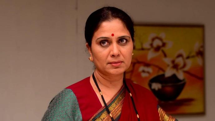 Mazhya Navryachi Bayko 21 September 2020 Spoiler: Gurunath's Mother To Show Gurunath's Real Side To Maya?