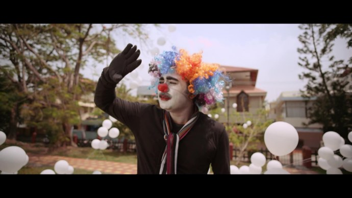 Aashiq is made to perform as a clown (source:ZEE5)