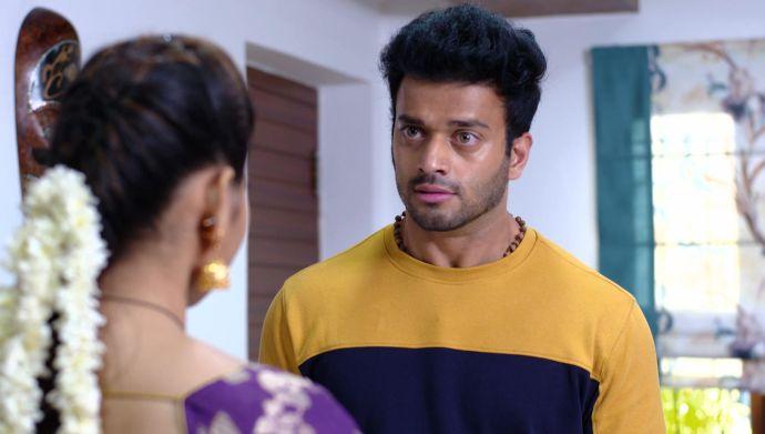 Attarintlo Akka Chellellu 28 September 2020 Spoiler: What is Maya doing in Aditya's room?