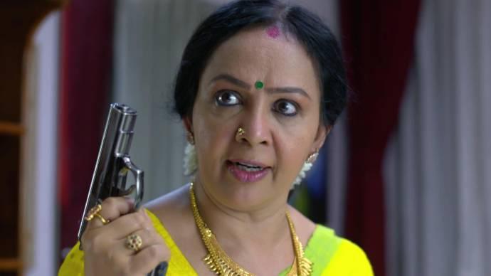 Akhila takes her gun after hearing Vilasini's complaints (source:ZEE5)