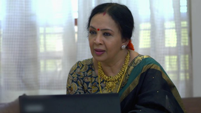 Chembarathi 21 September 2020 Written Update: Will Akhila crash Aravind's party to look for Anand and Kalyani?
