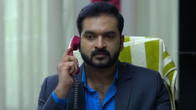 Anand gets angry hearing the news (source:ZEE5)