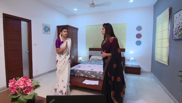 Dharani and Shravani in Akka Chellellu