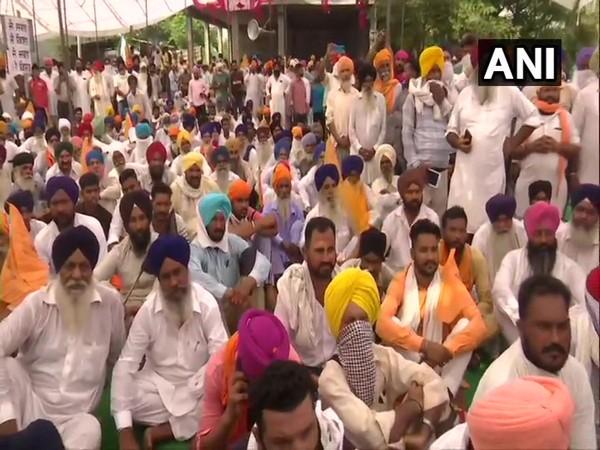 Farm Bills: Farmers participate in nation-wide 'Bharat Bandh'