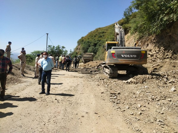 Major landslide in Himachal's Solan, clearance work on NH 5 underway