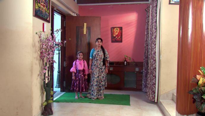 Janaki and Divya in Kalyana Vaibhogam
