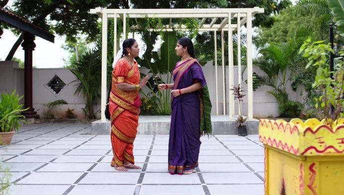 Kalyana Vaibhogam 26 September 2020 Written Update: Meenakshi gives Janaki some hope!