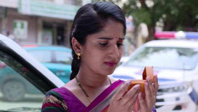 Kalyana Vaibhogam 25 September 2020 Spoiler: Will the ring change things for Janaki and her family?