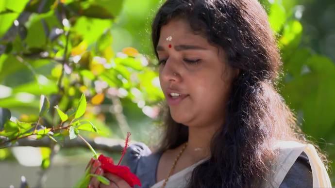 Kalyani talks to her flowers (source:ZEE5)
