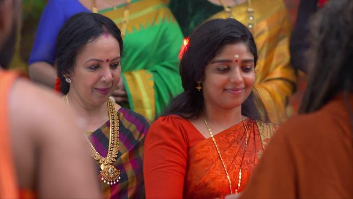 Daughter's Day special: In Chembarathi, here's how Akhilandeshwari saw a daughter in Kalyani!