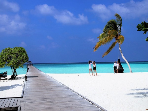 Chinese debt casts shadow over Maldives' economy