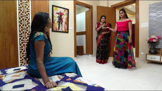 Attarintlo Akka Chellellu 17 September 2020 Spoiler: Why does Maya force Priya to call Dharani home?