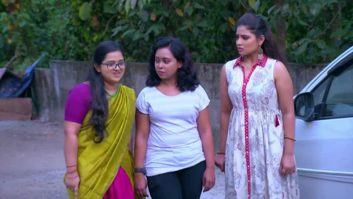 Padmini lashes out at Rambha (Source:ZEE5)