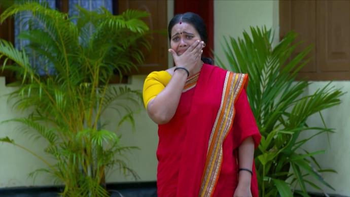 Parvathy starts crying from learning the truth (source:ZEE5)