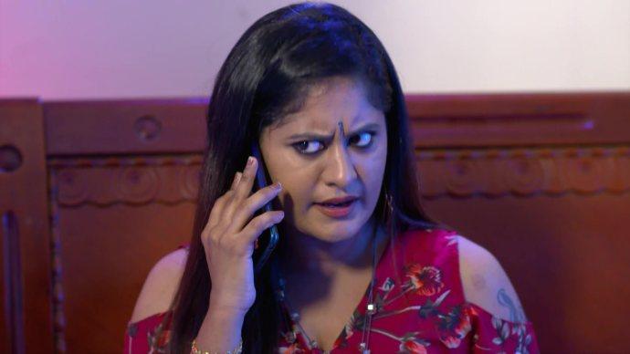 Chembarathi: Here's how Priyanka made Akhila accept defeat!