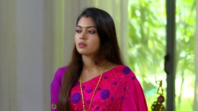 Pookalam Varavayi 21 September 2020 Written Update: Will Samyuktha tell Sruthi about her worries?