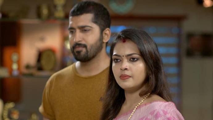 Samyuktha gets angry at Sharmilla (source:ZEE5)