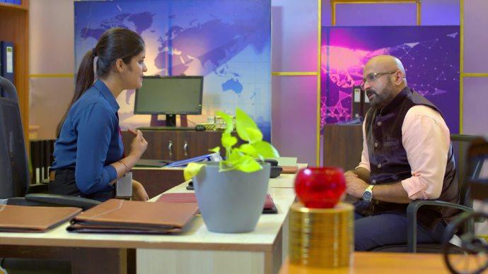 Sandra gives an earful to Rajaram (source:ZEE5)