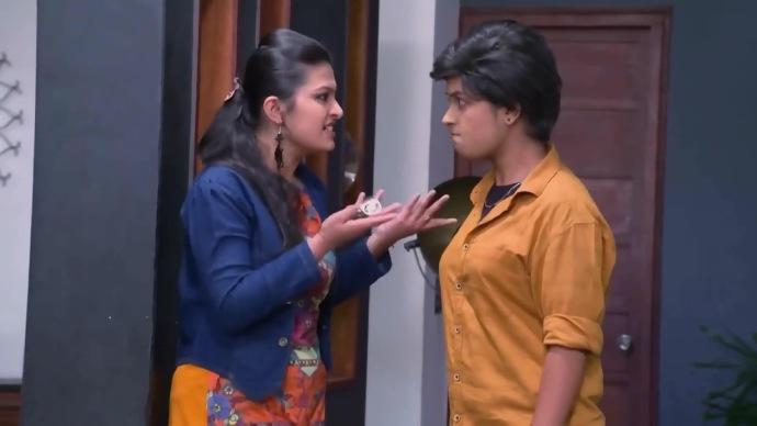 Sathya slaps Pooja (source:ZEE5)
