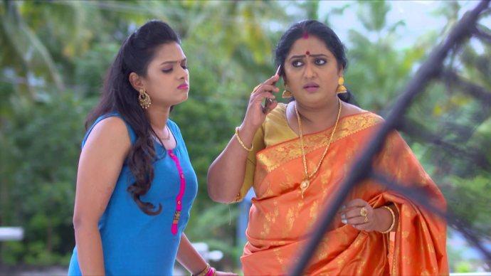 Sharmilla and Avantika get a call from Samyuktha (source:ZEE5)
