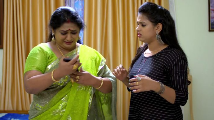 Sharmilla and Avantika worry about the recording (source:ZEE5)