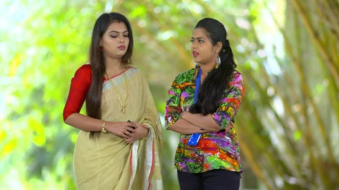 Sruthi tells Samyuktha about her new plan (source:ZEE5)