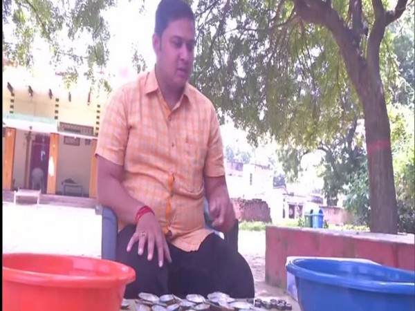 Varanasi farmers venture into pearl farming and beekeeping