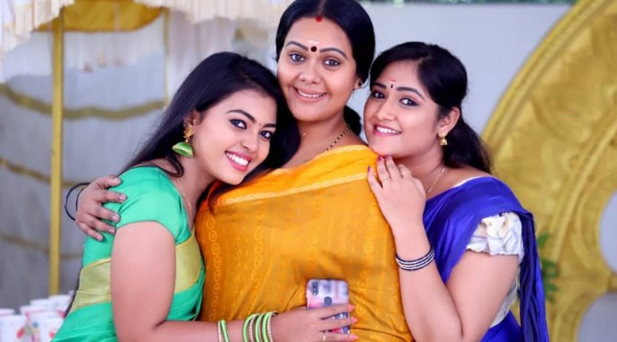 Pookalam Varavayi: Here are the most relatable moments between Parvathy and her daughters!