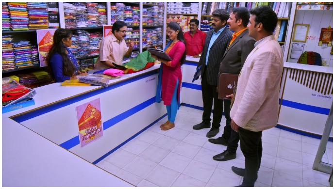 Neethane Enthan Ponvasantham: Subramaniam Impresses Anu And The Merchants