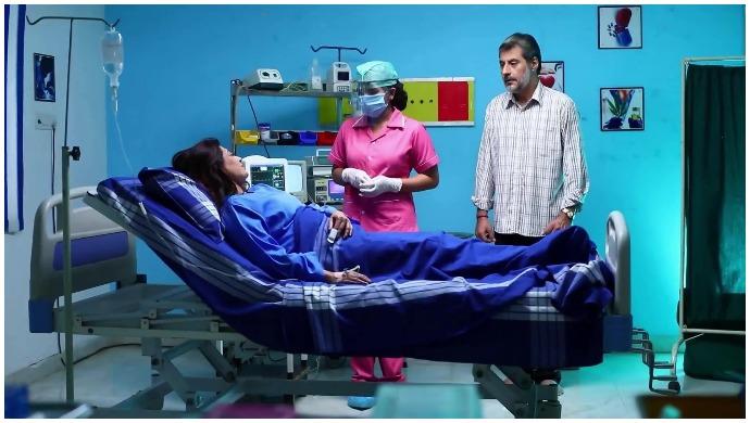 Sembaruthi 26 September 2020 Written Update: Parvathy Turns Into A Nurse To Meet Akhilandeshwari