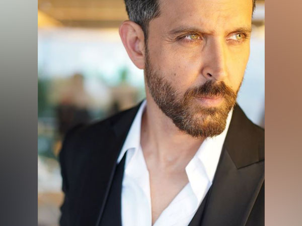 Hrithik Roshan treats fans with stunning sun-kissed picture