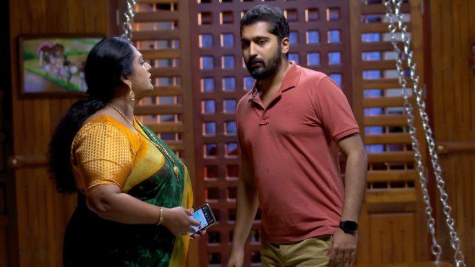 Abhimanyu meets Sharmilla (source:ZEE5)