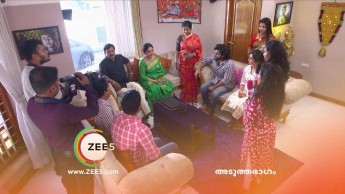 Akhila calls a press conference (source:ZEE5)