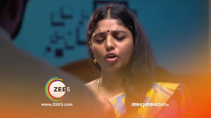 Kalyani asks Anand to close his eyes (source:ZEE5)