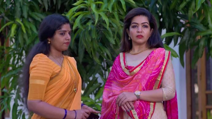 Nandana takes Kalyani's advice (source:ZEE5)