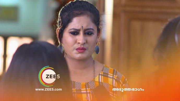 Priyanka meets the TV reporters (source:ZEE5)