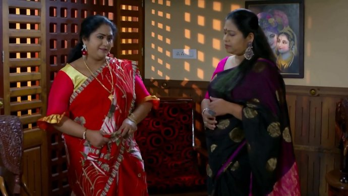 Sharmilla and Soudhamini plan their next move (source:ZEE5)