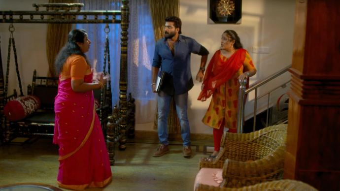 Sudeesh's mother gets shocked to see the intruders (source:ZEE5)