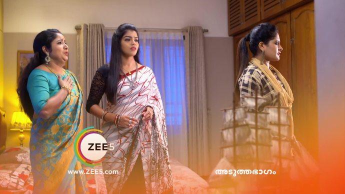 Vilasini, Ganga and Priyanka get scared (source:ZEE5)