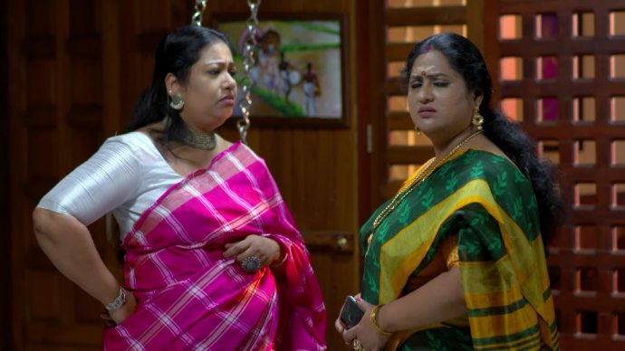 Soudhamini and Sharmilla wait for Abhimanyu (source:ZEE5)